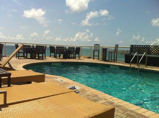 Palm Beach Oceanfront Inn: view from lounge chair