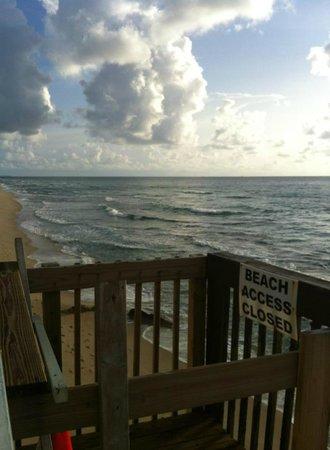Palm Beach Oceanfront Inn: view from balcony