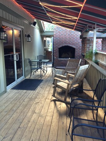 Bliss Restaurant and Lounge: Patio