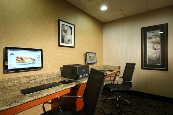 Hampton Inn Woodbridge: Business Center