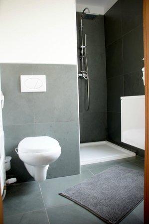 A l'Ancien Couvent de Petra : salle de bain eveque