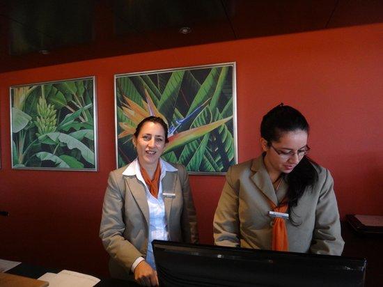 Grand Crucero Iguazú Hotel: REINAS en recepción - GRAND CRUCERO HTL ****