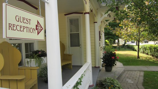 The Edwardian House Bed and Breakfast: Entrance to house