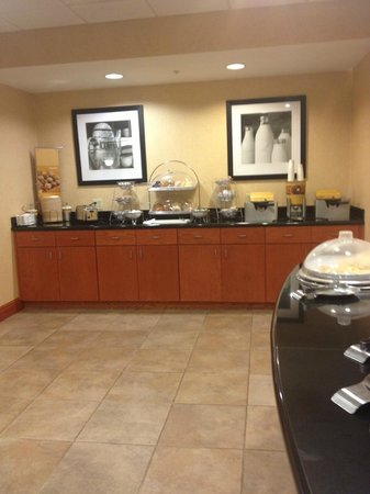 Hampton Inn Belle Vernon: Breakfast bar