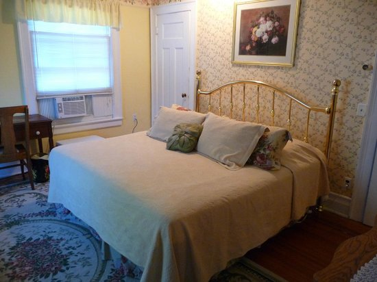Rose Garden Bed and Breakfast: English Rose Room