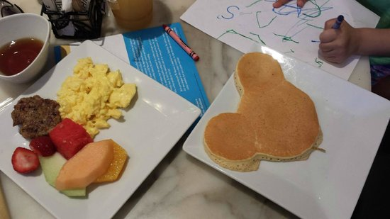 Citron : all you can eat breakfast buffet with mickey pancake made to order