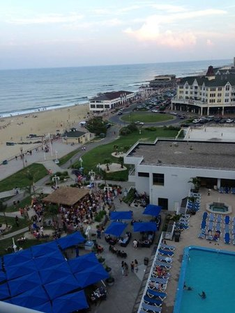 Ocean Place Resort & Spa: Coastline View Room Looking South incl Tiki Bar @ 5pm