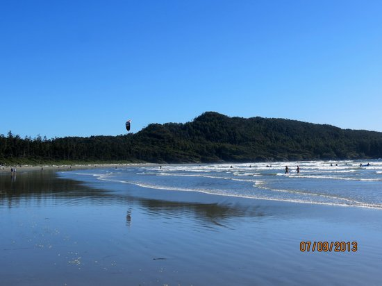 Pacific Sands Beach Resort: a sunny day on the beach - Cox Bay