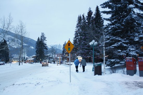 Banff Caribou Lodge & Spa : Out of the hotel - into the town