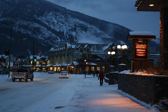 Banff Caribou Lodge & Spa : Evening in Banff