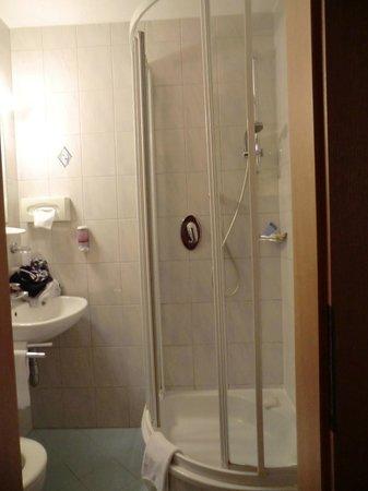 Hotel Gurgltaler Hof : bathroom