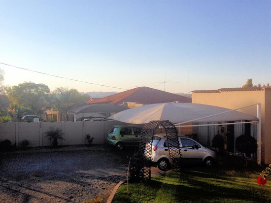 Big 5 Accommodation: Parking view and other rooms