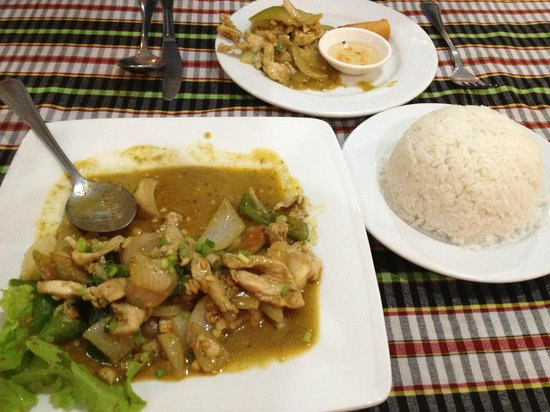 Borey Sovann Restaurant: Stir-fried chicken with white rice $6.90