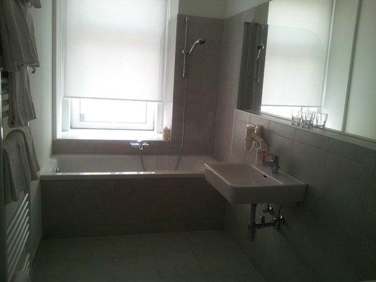 The Art Hotel Vienna : Apartment bathroom