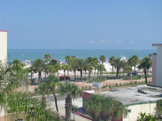 Magnuson Hotel Clearwater Beach : View from balcony
