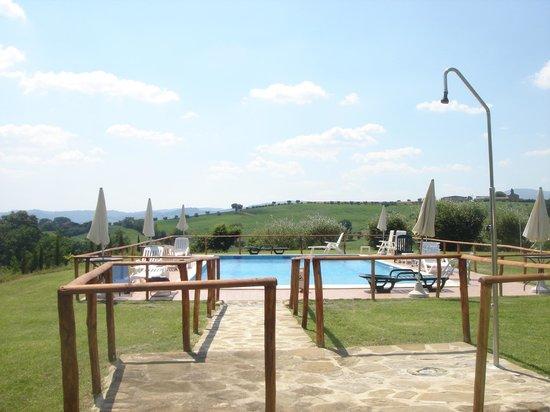 Casale Giuncheto: zwembad op de heuvelrug