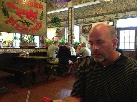 Hernando's Pizza Pub: Hernando's dining area