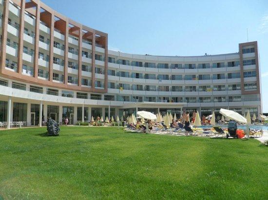 Hotel Riu Helios: Rear of hotel.