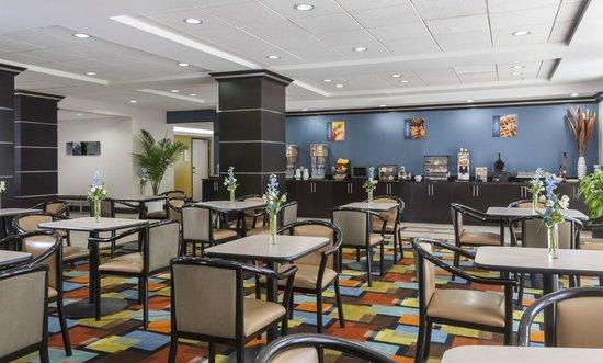 Best Western Plus JFK Inn & Suites: Breakfast Area