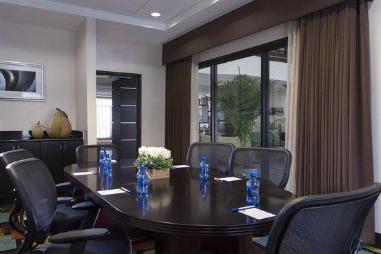 Best Western Plus JFK Inn & Suites: Board Room