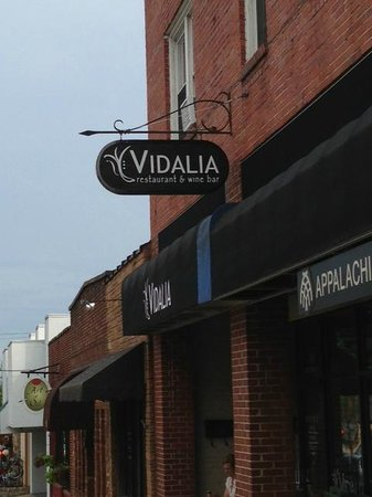 Vidalia: Sign