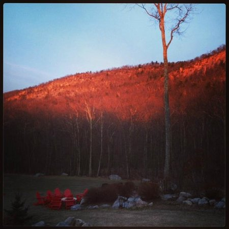 Minnewaska Lodge: Sunrise over the gunks!