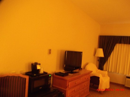 Country Inn & Suites By Carlson, Beckley : Flat screen TV