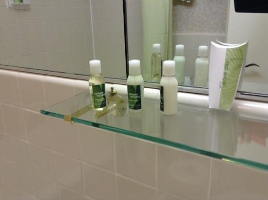 The Roosevelt Hotel: Room 893 Bath & Body Works amenities