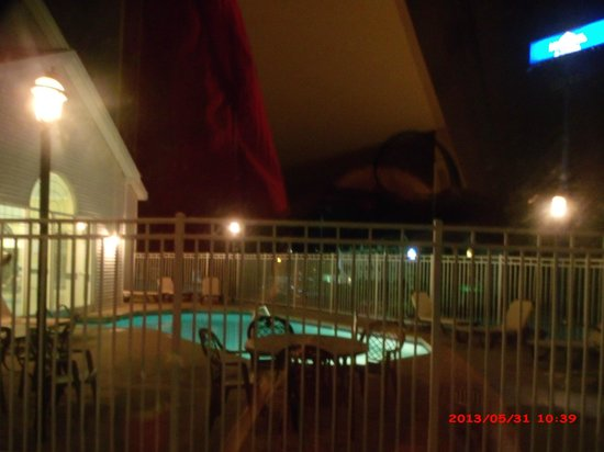 Country Inn & Suites By Carlson, Beckley: View from room/outdoor pool