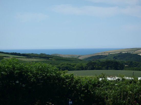 Pentire Haven Holiday Park: Loveley sea and valley views