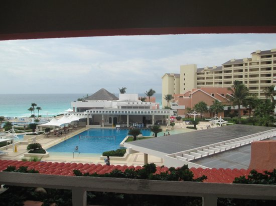 Omni Cancun Resort & Villas: View of pool from room