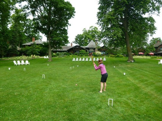 Stout's Island Lodge : Play croquet on the front Lodge lawn