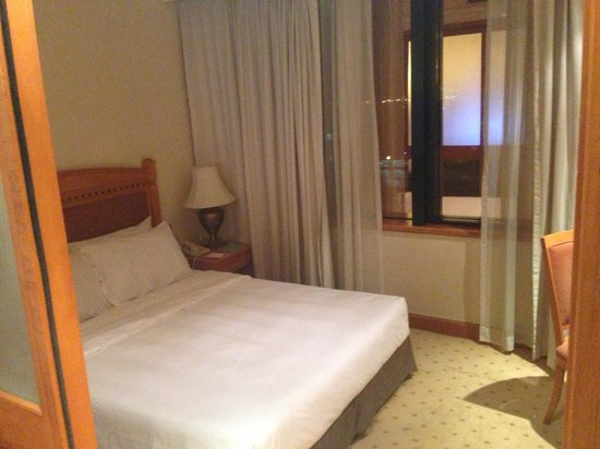 BEST WESTERN PLUS Hotel Hong Kong: Bed room, good views!