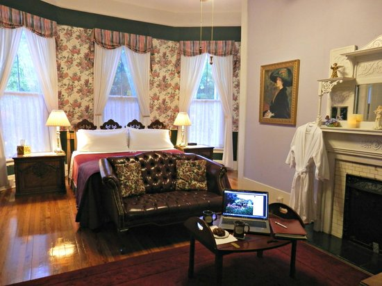 Americus Garden Inn Bed & Breakfast: Veranda Suite, a guest favorite downstairs King room with access to the wraparound porch.