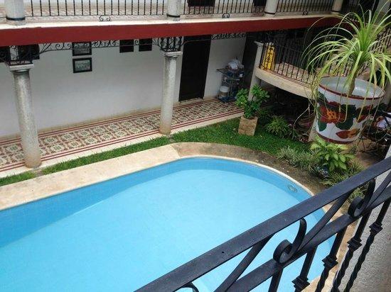 hotel colonial la aurora : La alberca... vista desde la habitación...
