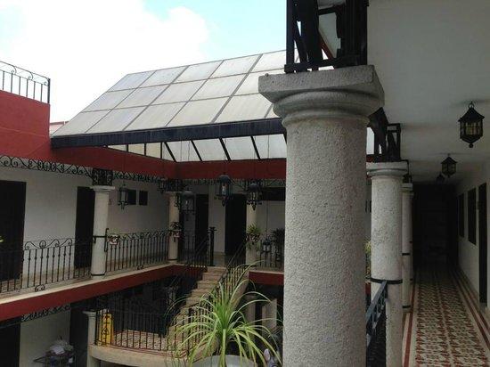 hotel colonial la aurora : Los pasillos del segundo piso..