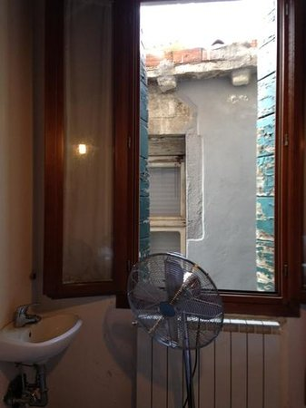 Backpackers House Venice: Double room view