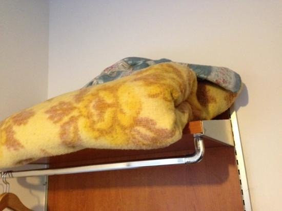 Backpackers House Venice : The only blanket provided