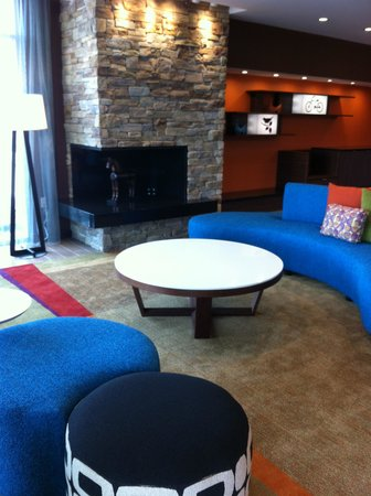 Fairfield Inn & Suites Moncton: Lobby Area