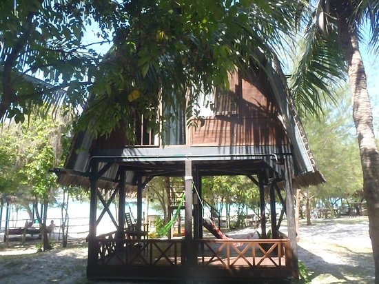 Mari Mari Mantanani Backpacker Lodge: Beach-side Sulap