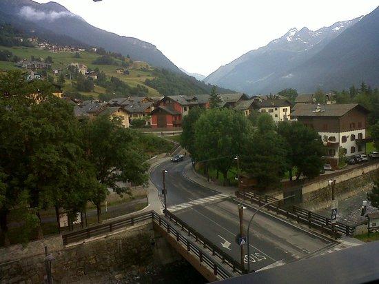 Hotel Baita dei Pini: Vista a valle