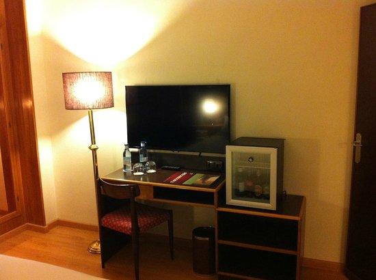 Hotel Goya: Minibar en habitaciones renovadas