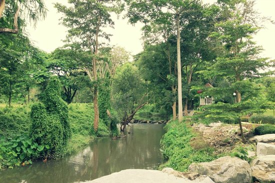 Moosi Yard Hometel Khaoyai: Small creek next to the property