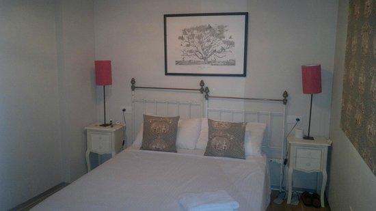 Apartamentos Alameda 91: stanza da letto