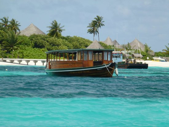 Coco Palm Dhuni Kolhu: Fishing boat