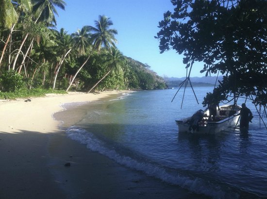 The Remote Resort - Fiji Islands: Beach walk for us from Villa to pavilion
