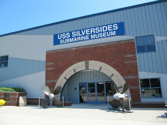 USS Silversides Submarine Museum: Entrance