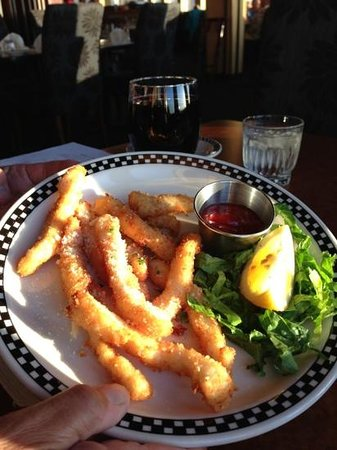 Lord Bennett's Restaurant and Lounge: Yummy calamari!
