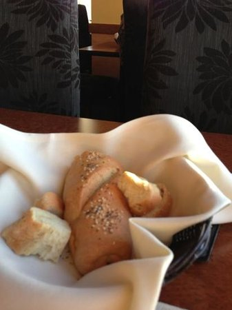 Lord Bennett's Restaurant and Lounge: Fresh bread served too!