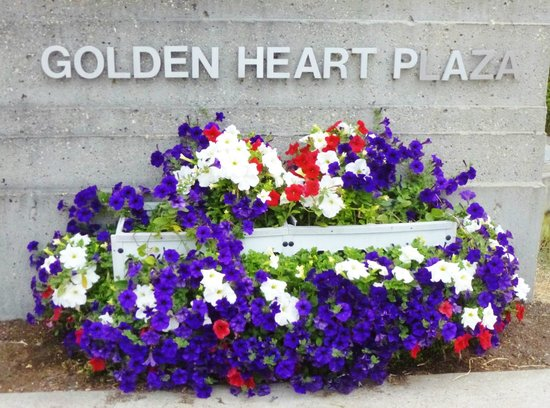Westmark Fairbanks Hotel and Conference Center: Golden Heart Plaza